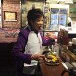 【画像】ツイカス「いきなりステーキにぼっちの変なおばさんおった(笑)」パシャ