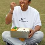 【画像】野球部のガキの弁当箱ワロタwwwwwwwwwwww